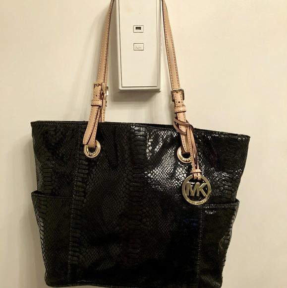 1b628f07751452 MICHAEL Michael Kors jet set python leather bag. M_5a5390925521bede09009af7